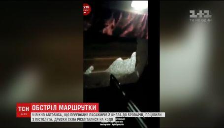 У Києві невідомі обстріляли маршрутку