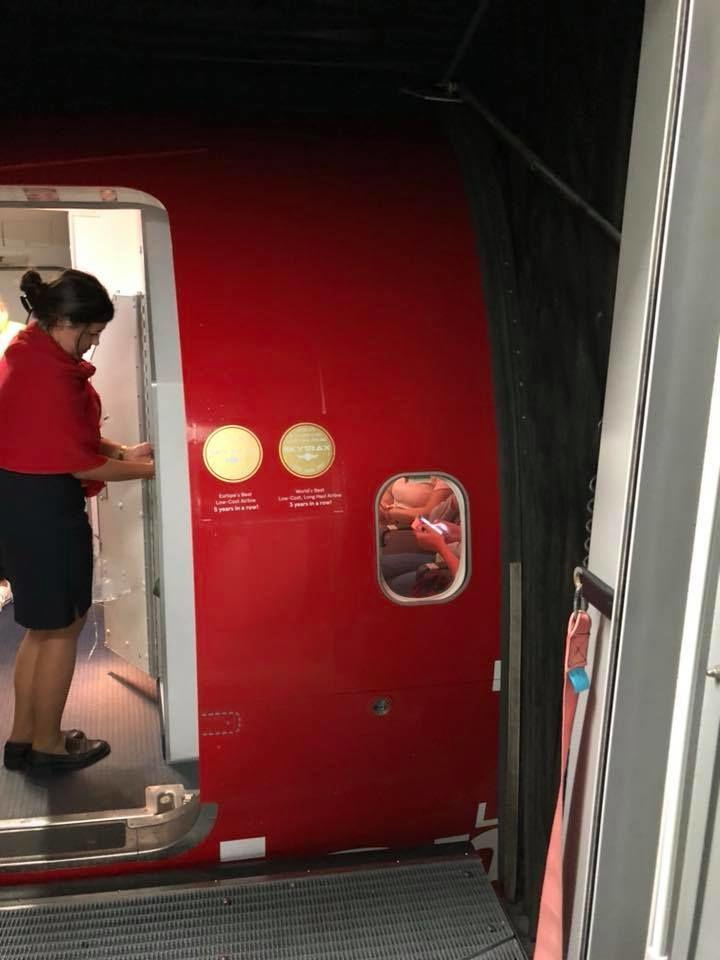 незапланована зупинка літака