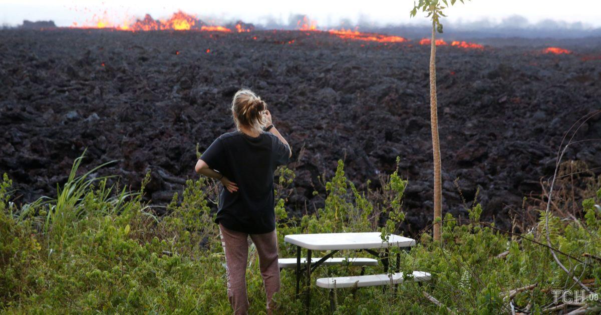 """Лавові """"бомби"""" та випалена земля. Як виглядають Гаваї після потужного виверження вулкана"""