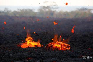 """Вулканические """"бомбы"""" и выжженная земля. Как выглядят Гавайи после мощного извержения вулкана"""