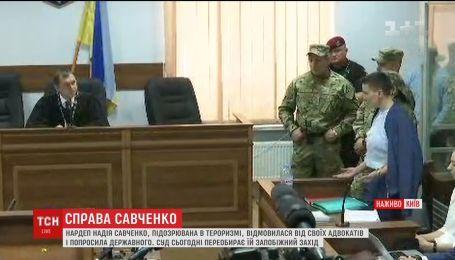 Суд решает, оставлять Савченко за решеткой