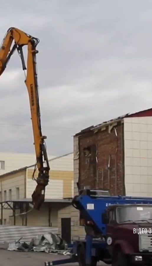 У російському Кемерові зносять торговельний комплекс, у якому згоріли десятки людей