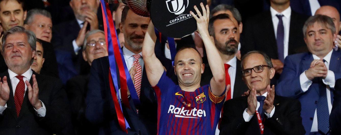 """""""Барселона"""" продает футболки Иньесты со знаком бесконечности"""