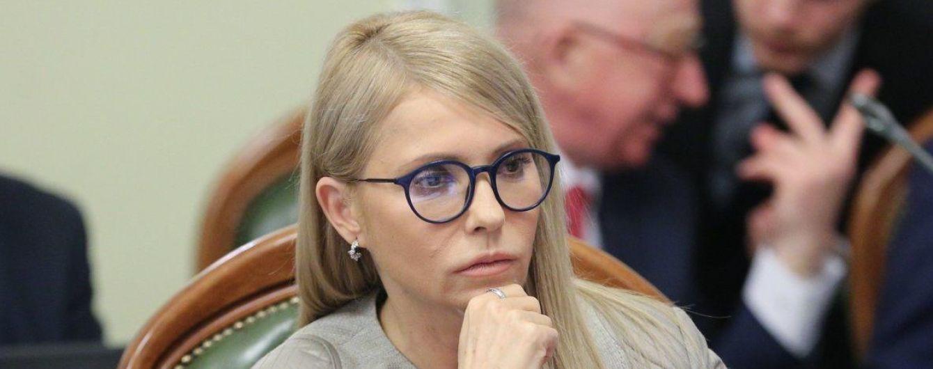 """""""Фотографируют человека с купюрой"""": Тимошенко обвинила Порошенко в подкупе избирателей, на Банковой это опровергли"""