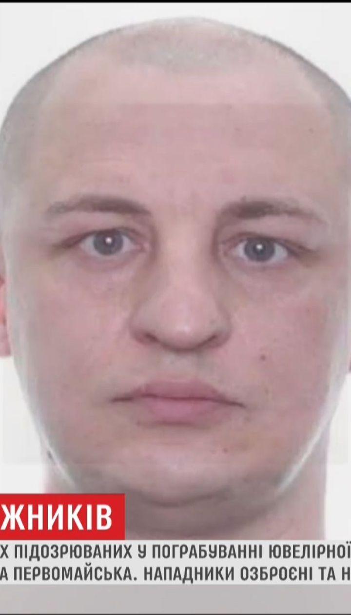 Поліція розшукує підозрюваних у пограбуванні ювелірної крамниці в Херсоні
