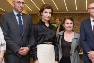В белой юбке-карандаше и на шпильках: Марина Порошенко сходила на премьеру фильма