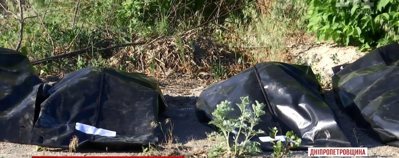 """В полиции рассказали, кто ответит за забытые на скотомогильнике вещи погибших героев """"Иловайского котла"""""""