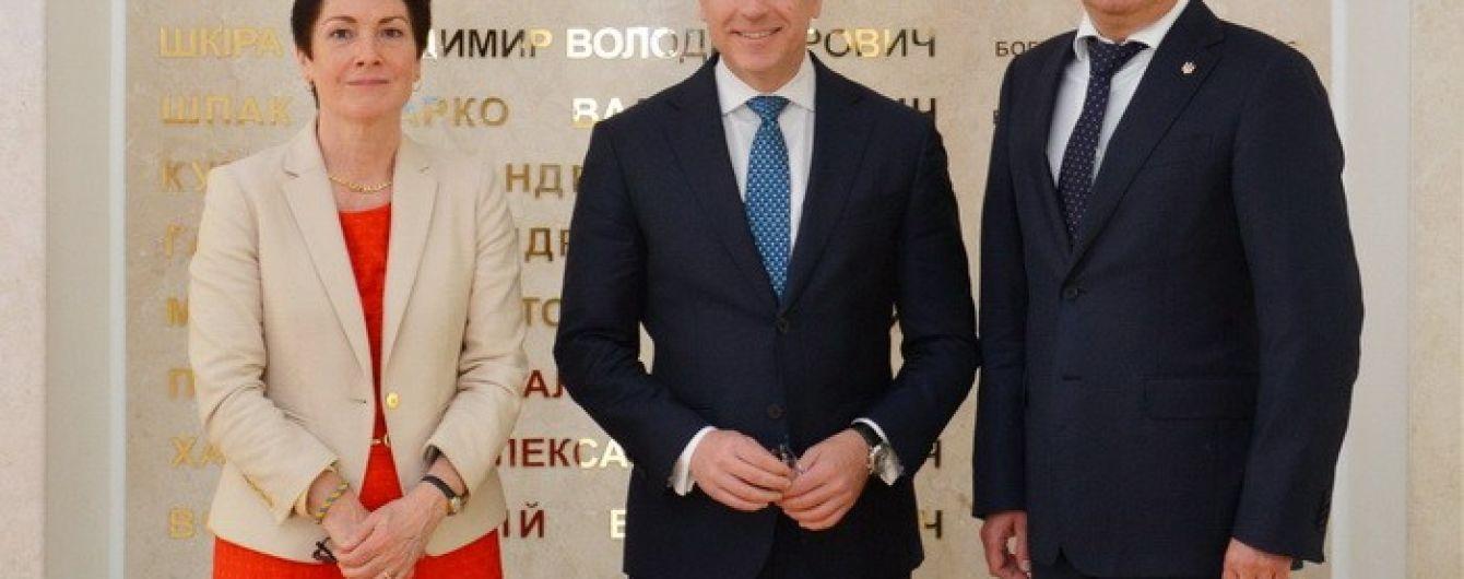 Волкеру передали докази причетності військових РФ до обстрілів Волновахи та Маріуполя