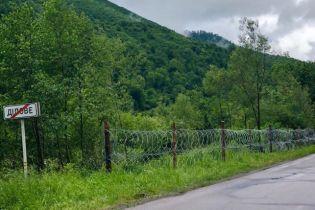 """На Закарпатье на границе с Румынией установили """"антиконтрабандный"""" забор"""