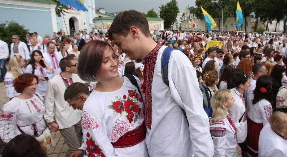 Відео - В Україні сьогодні відзначають День вишиванки - Сторінка відео 9a12f29113545