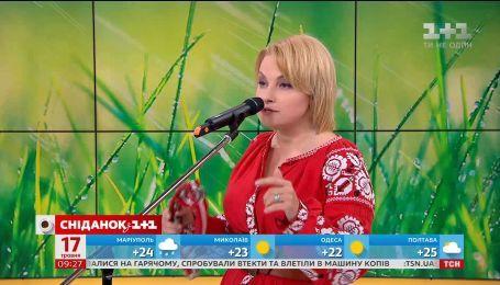"""Марія Бурмака презентувала нову пісню в прямому ефірі """"Сніданку з 1+1"""""""