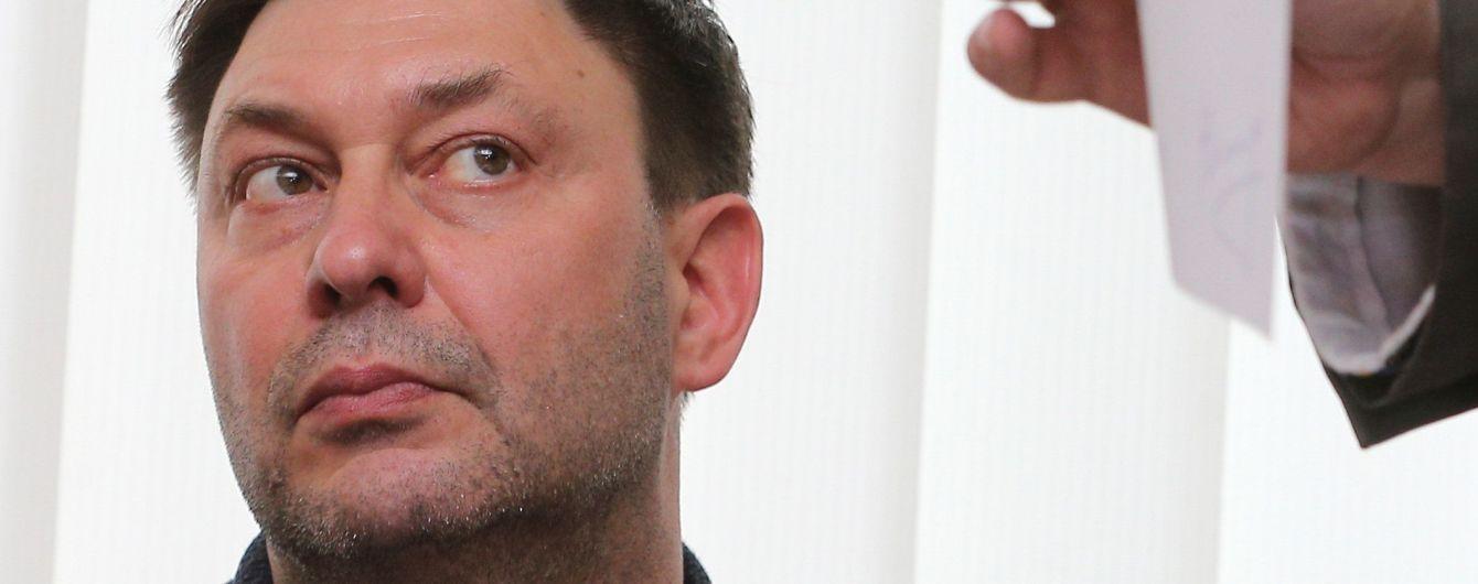 """Керівника """"РИА Новости Украина"""" з суду відправили на терміновий медогляд та повернули на засідання"""