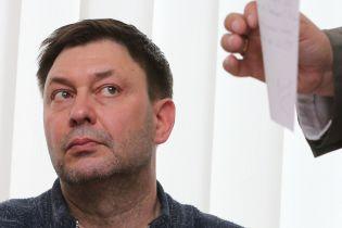 """Руководителя """"РИА Новости Украина"""" из суда отправили на срочный медосмотр и вернули на заседание"""