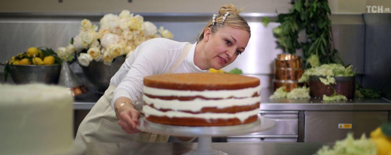Королевская семья показала видео создания торта для свадьбы принца Гарри и Меган