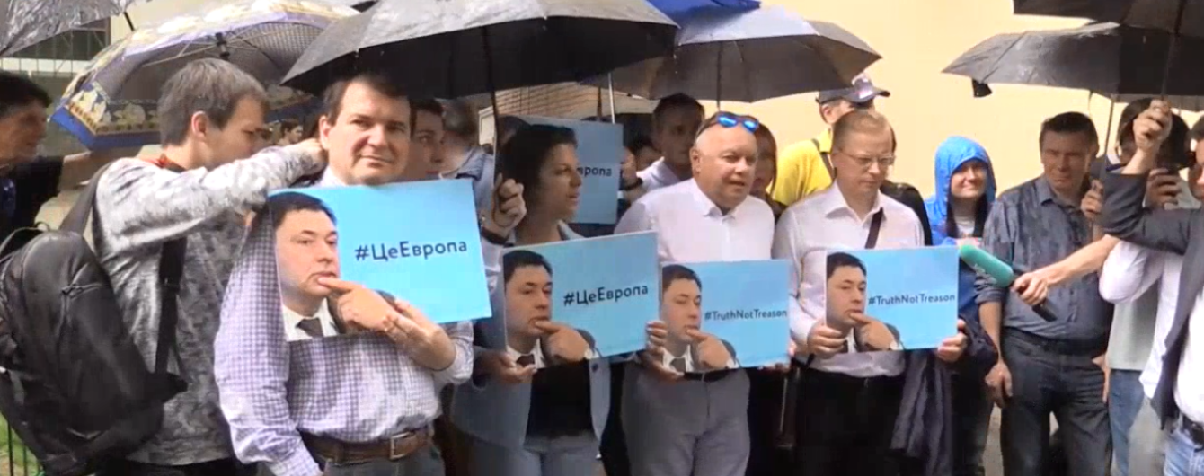 Известные пропагандисты Кремля пикетируют посольство Украины в РФ