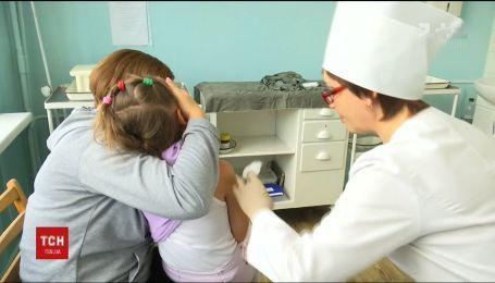 На Закарпатье детей атаковала вспышка кори