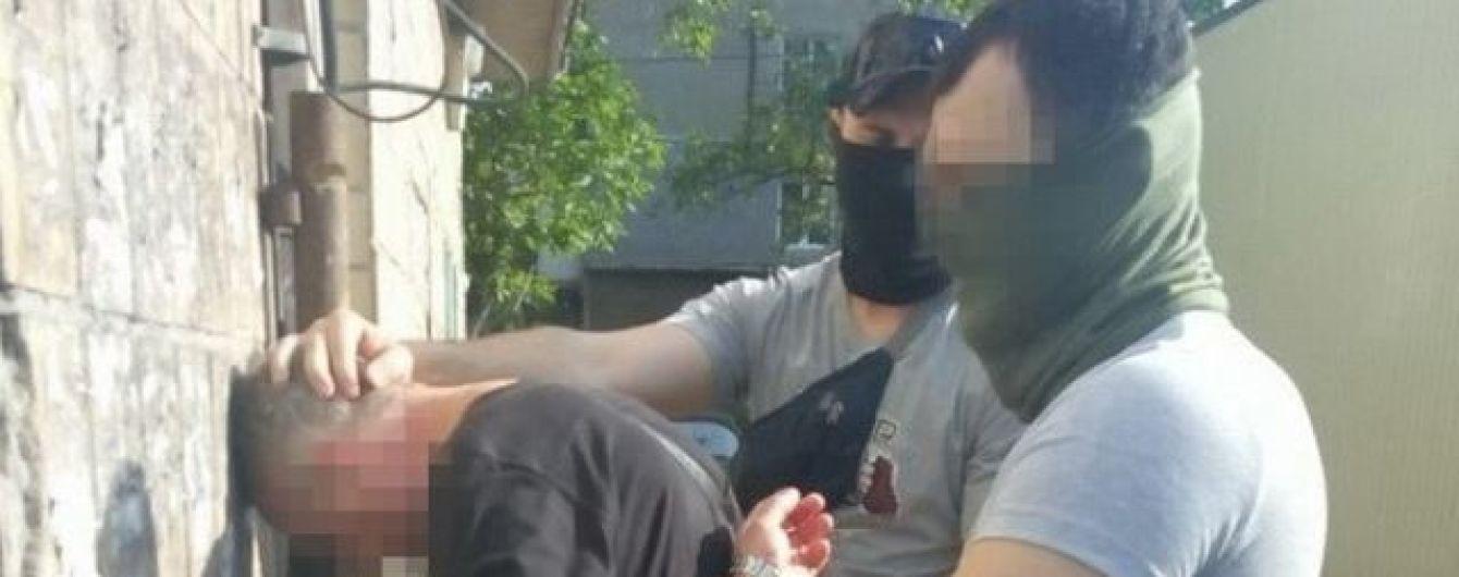 СБУ викрила на хабарництві керівника митного посту на Донеччині