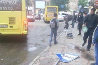 У Львові водій маршрутки знепритомів під час руху