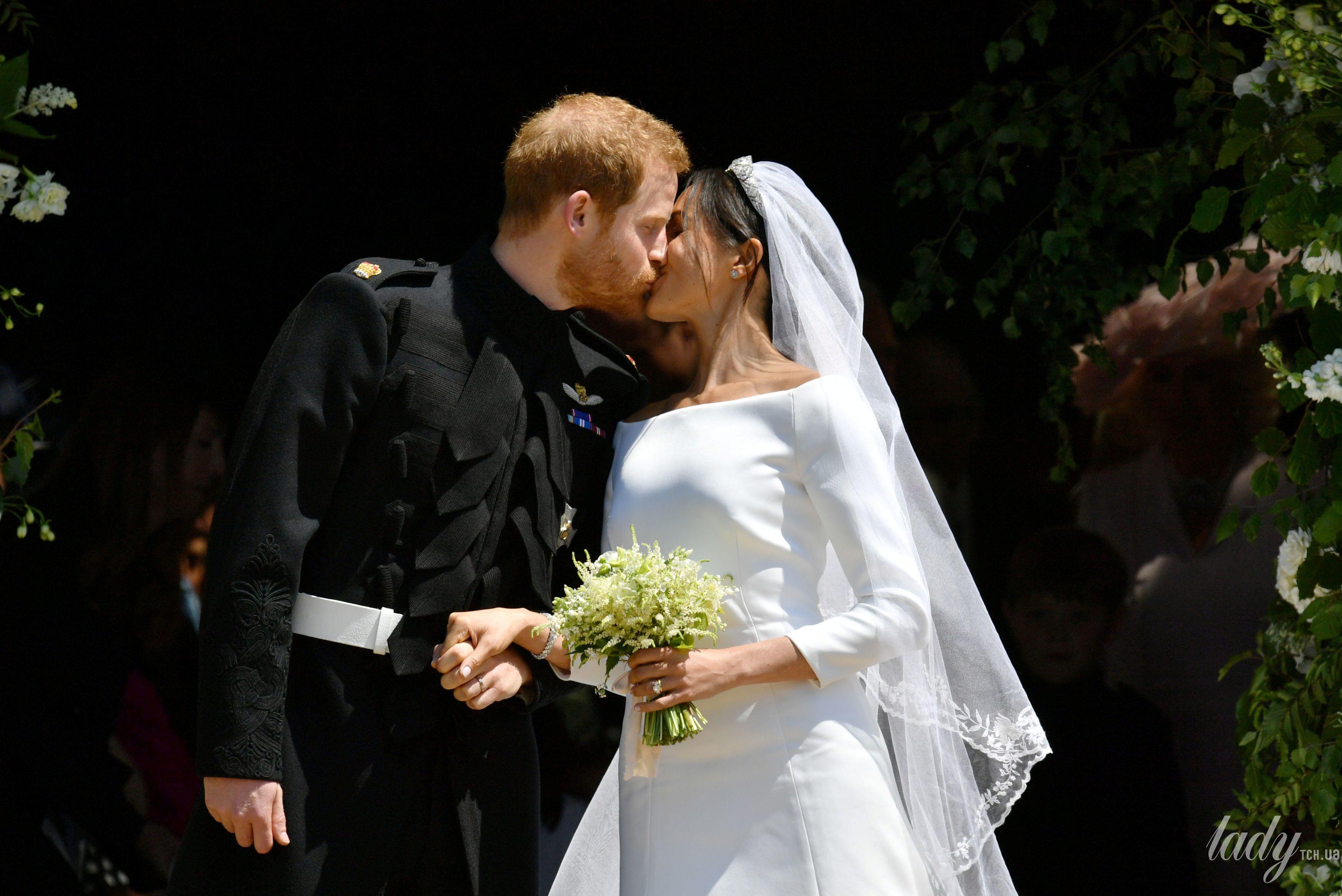 Поцелуй принца Гарри и Меган Маркл_5