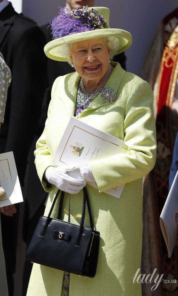 Королева Елизавета II на свадьбе Меган Маркл и принца Гарри