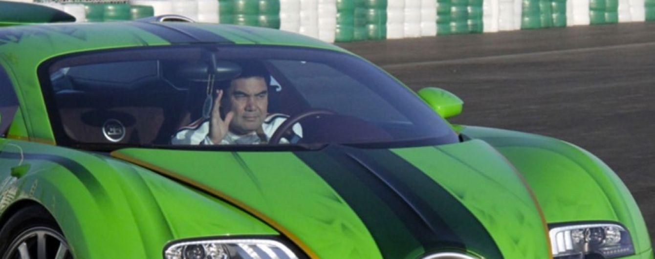 В Туркменистане у автомобилистов отбирают номерные знаки