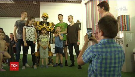 У столиці влаштували сюрприз для круглого сироти Микити Баули, який за короткий період часу втратив трьох рідних