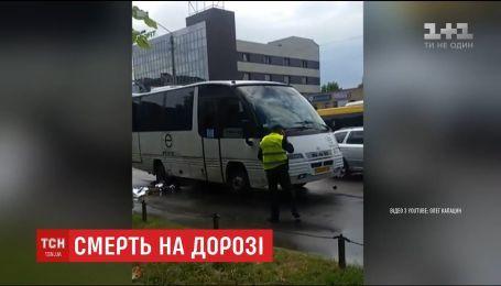 В Борисполе рейсовый автобус сбил школьниц, один ребенок погиб