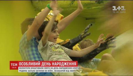 Небайдужі влаштували сюрприз на день народження для сироти Микити
