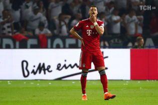"""Футболіст """"Баварії"""" викинув медаль після поразки у фіналі Кубка Німеччини"""