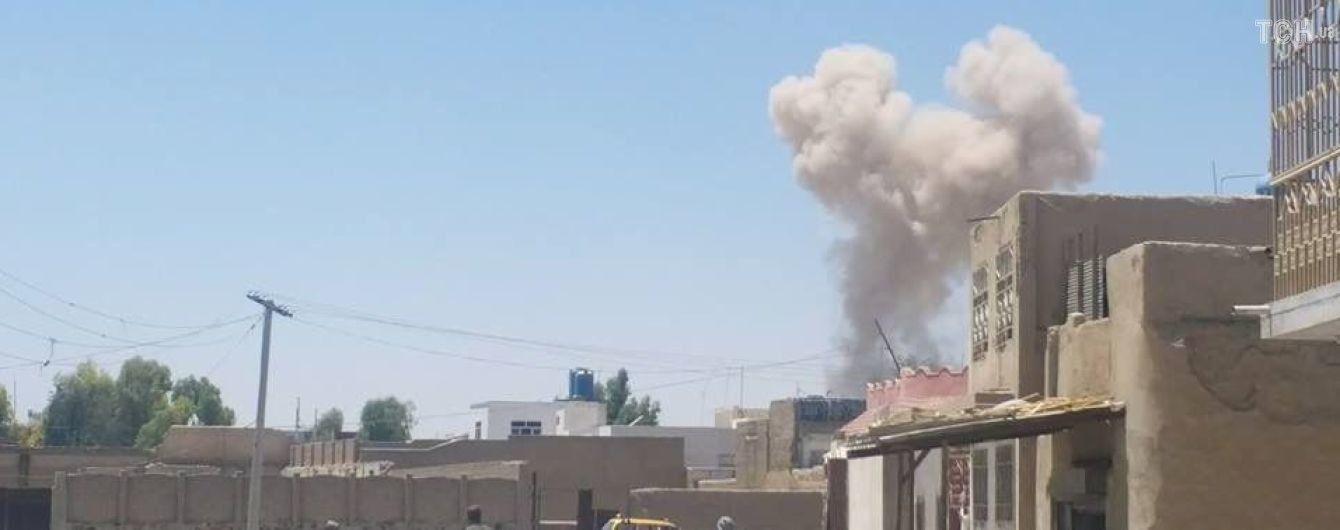 В Афганістані у поліцейському відділку підірвалось наповнене вибухівкою авто. Більше десятка загиблих