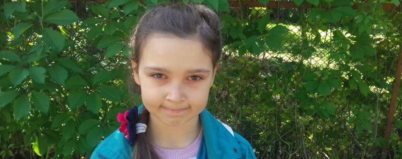 Негайної допомоги у лікуванні вкрай рідкісного захворювання потребує Анна