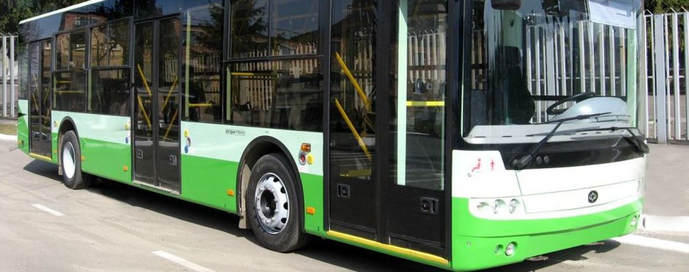 В Лисичанске прямо на улицах остановились обесточенные за долги троллейбусы