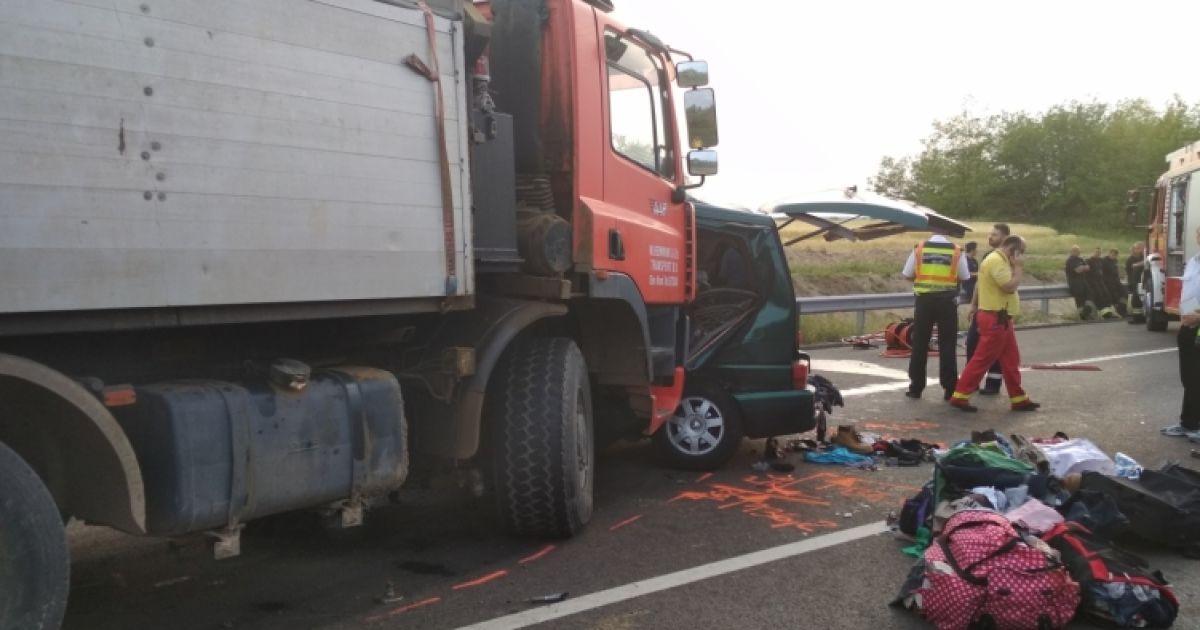 Моторошна ДТП в Угорщині: водій під час руху вів онлайн в Facebook