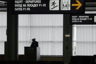"""У """"Борисполі"""" громадянин Узбекистану пропонував 500 доларів хабара прикордоннику"""