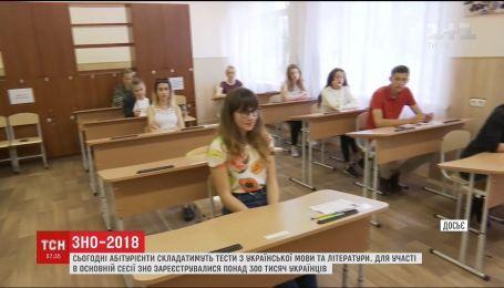 Абитуриенты сегодня будут сдавать ВНО по украинскому языку и литературе