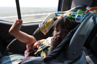 Нардепы предлагают штрафовать водителей за перевозку детей без автокресел