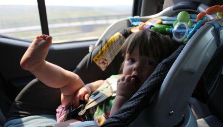 Загибель у перегрітому авто. В Європі дітей захистять від нестерпної смерті
