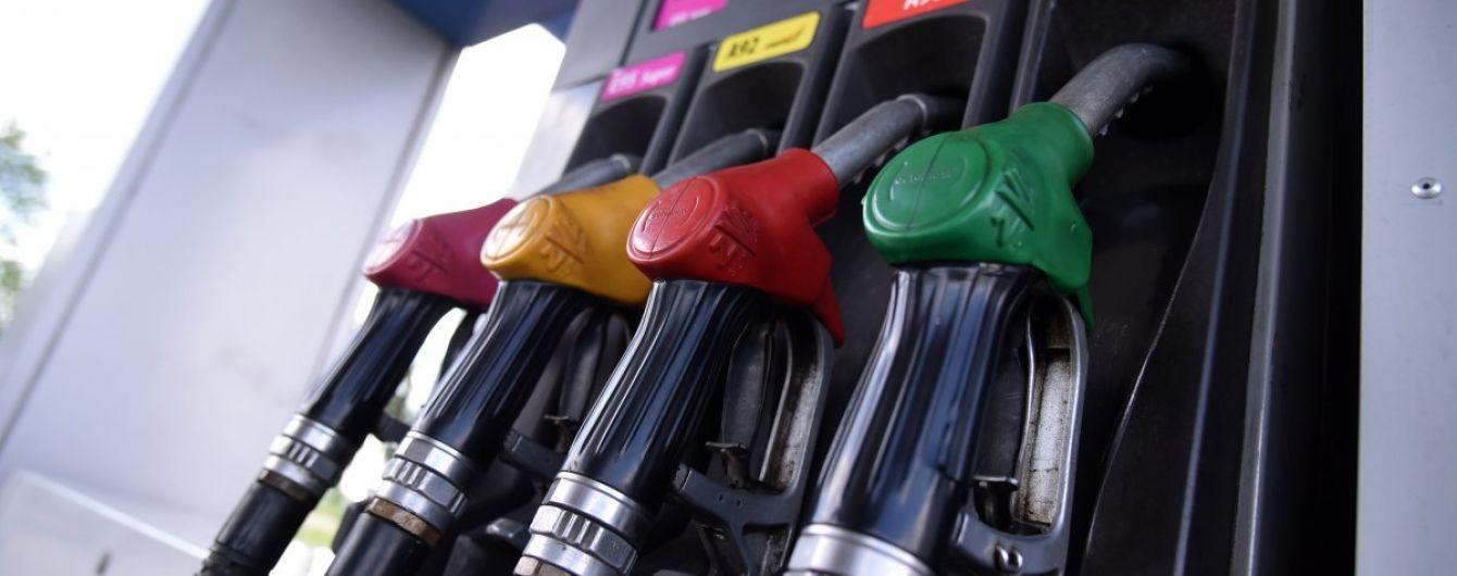Сколько стоит заправить авто на АЗС утром 17 августа