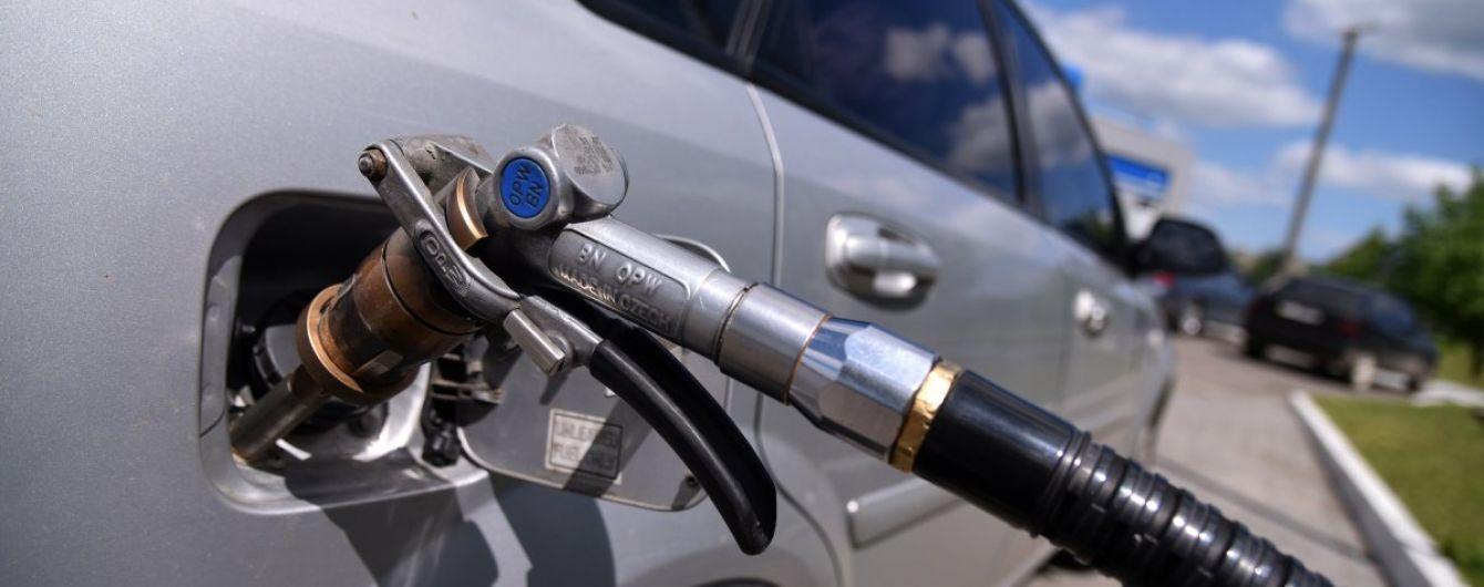 Сколько стоит заправить авто на АЗС утром 14 сентября