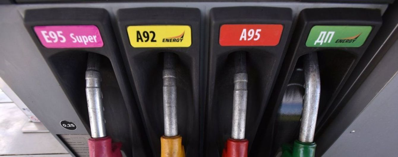 Сколько стоит заправить авто на АЗС утром 15 августа