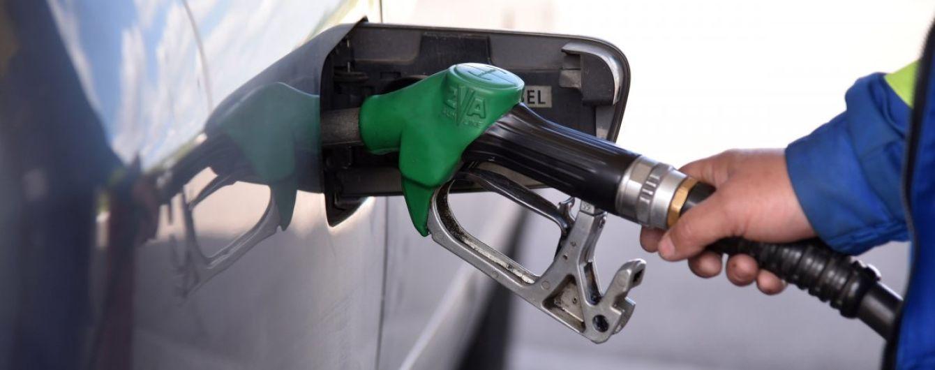 Скільки коштує заправити авто на АЗС уранці 18 червня