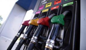 Скільки коштує заправити авто на АЗС уранці 17 серпня