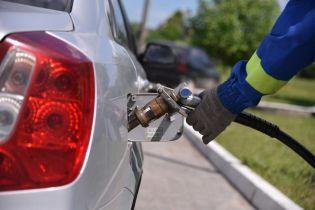 Сколько стоит заправить авто на АЗС утром 16 августа