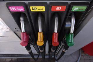 Скільки коштує заправити авто на АЗС уранці 12 січня
