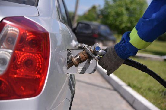Скільки коштує заправити авто на АЗС уранці 12 жовтня