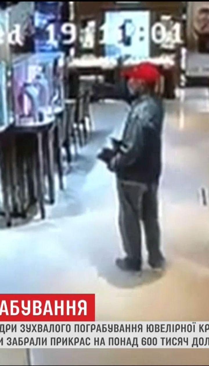 В Інтернеті з'явилися кадри зухвалого пограбування у Гонконзі