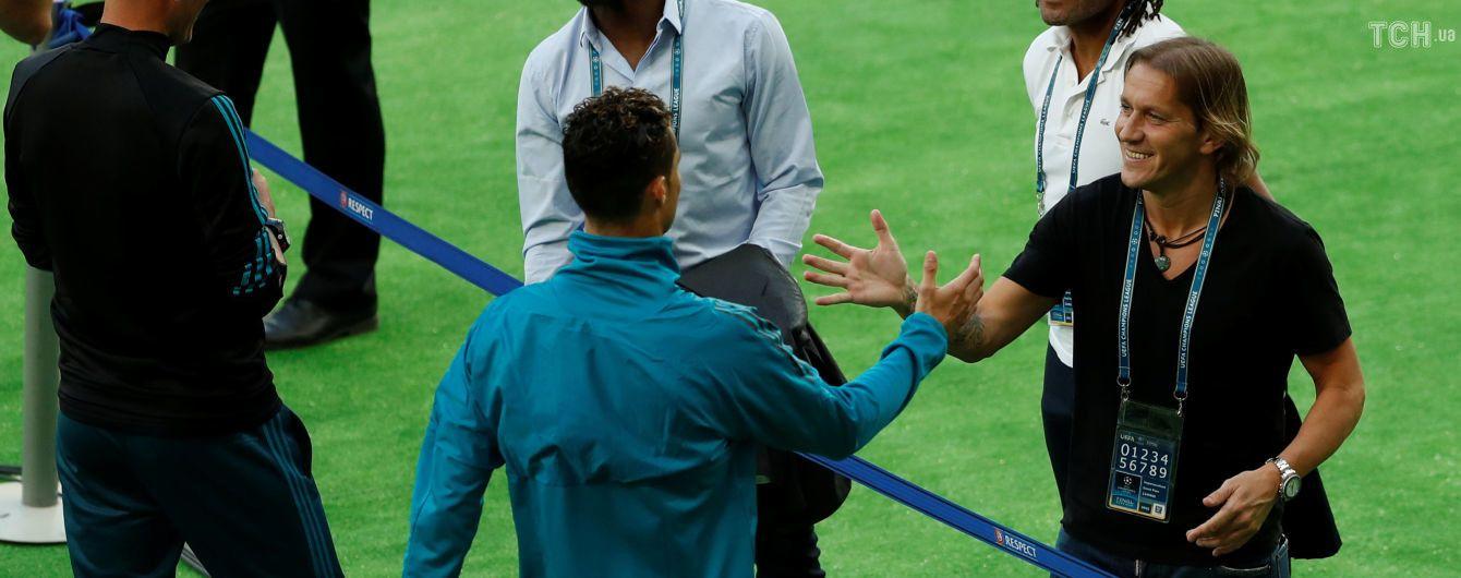 """Роналду обійнявся з легендами """"Реала"""" перед виходом на поле """"Олімпійського"""""""