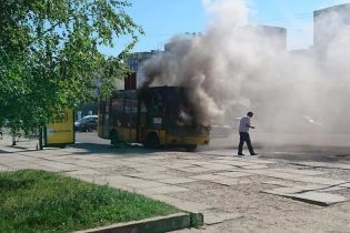 """Без лицензий, отдыха и в """"самодельных"""" маршрутках: как водители-нелегалы рискуют жизнью украинцев"""