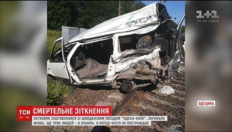 Молода жінка загинула на Одещині під час зіткнення легковика з потягом
