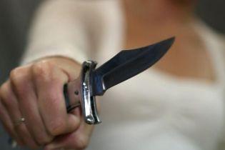 В Киеве на два месяца арестовали женщину, которая ударила ножом семилетнего сына